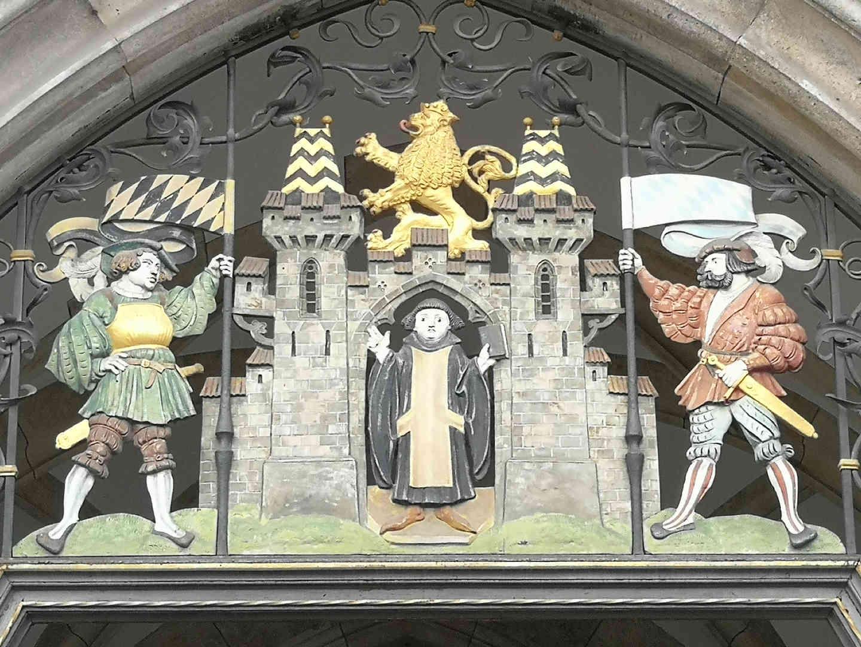 Neues Rathaus - Durchgang zum Prunkhof - schwarzgold.info