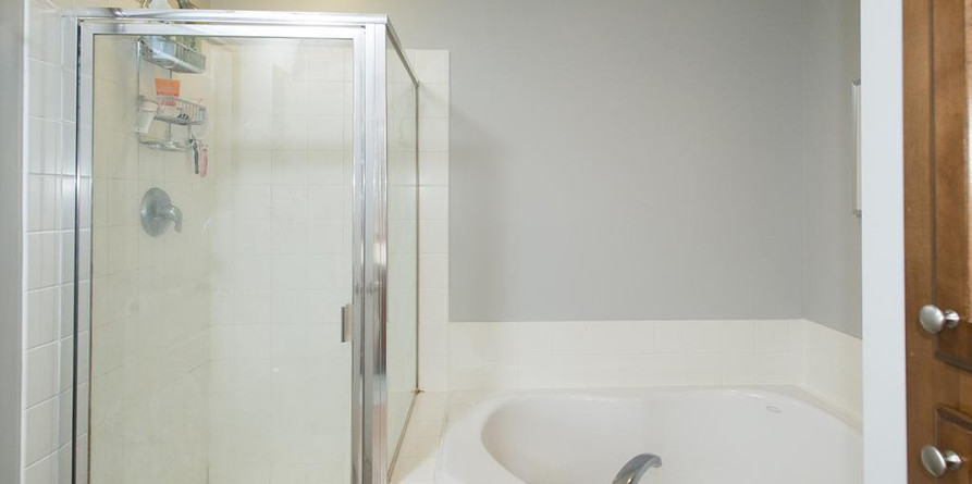 master-bath-with-shower.jfif