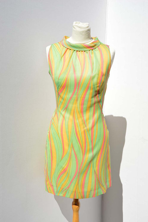 Midiklänning mönstrad