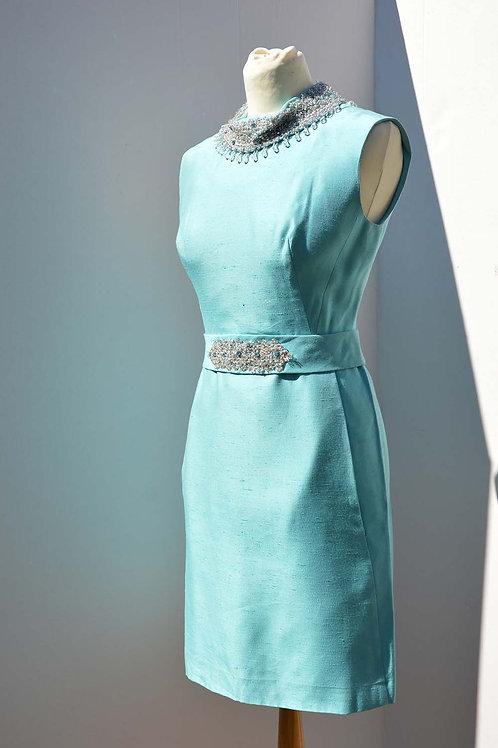 Pärlbroderad turkos fodralklänning
