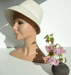 Vit 60-tals hatt
