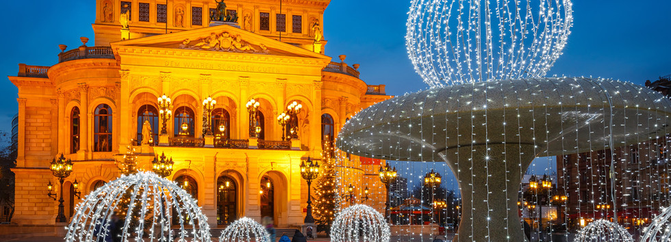 Canva - Alte Oper in Frankfurt.jpg