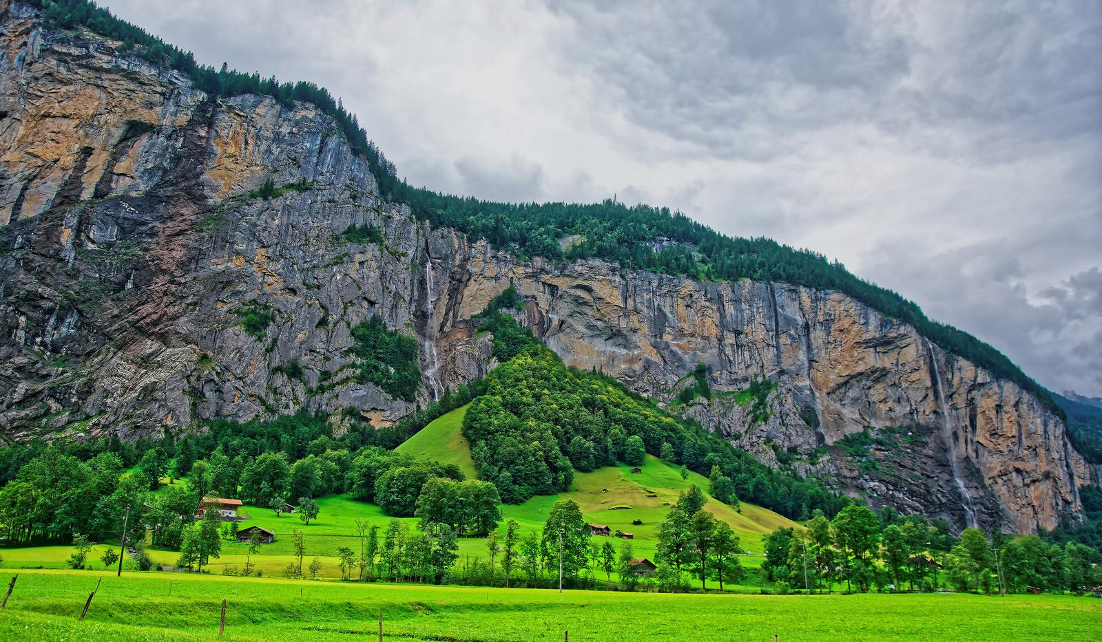 Canva - Lauterbrunnen Valley in Interlak
