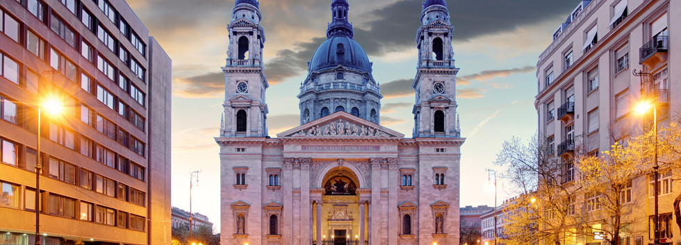 Canva - Budapest - St. Stephen basilica.