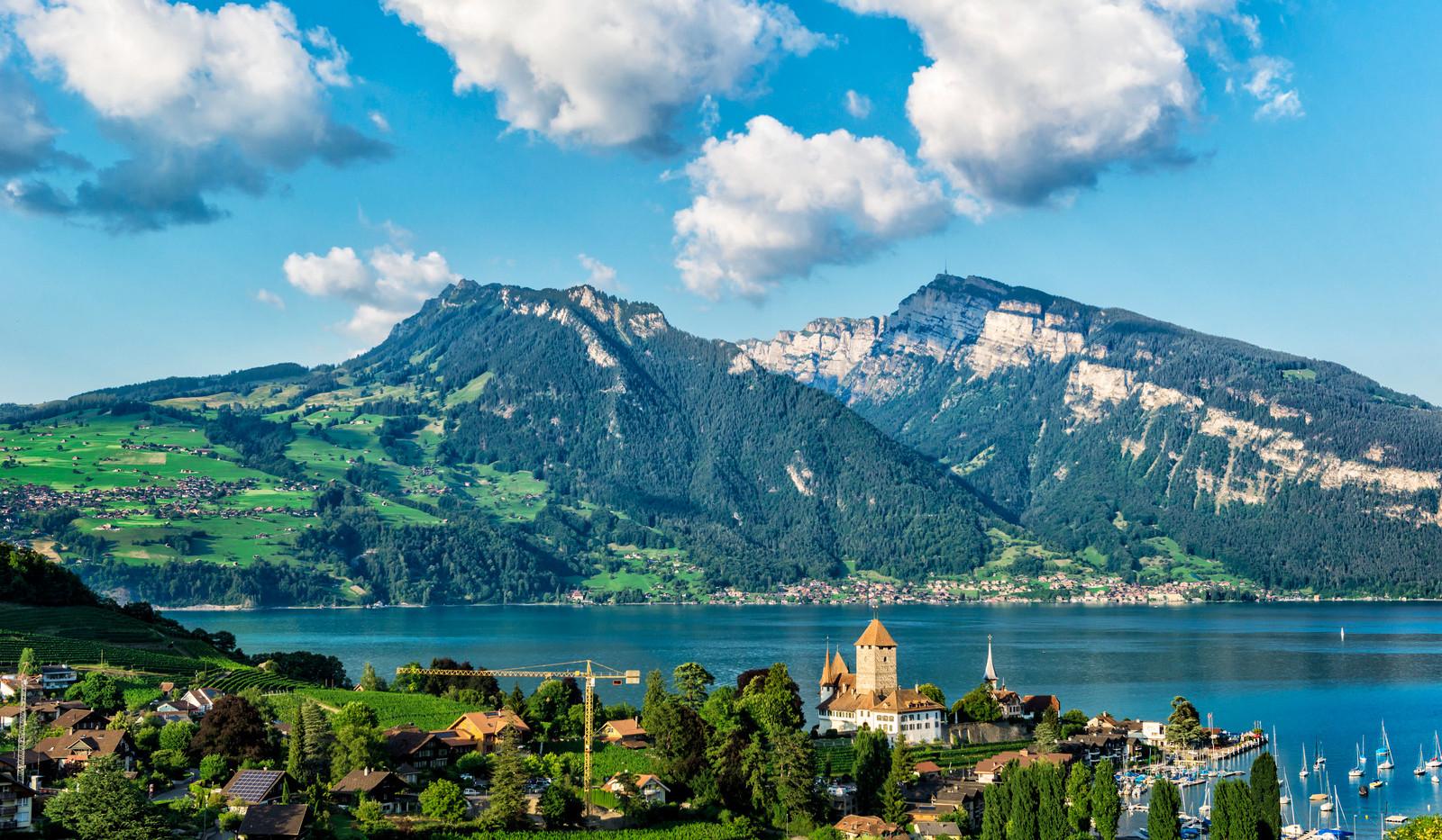 Canva - Montreux City Mountain View - Sw