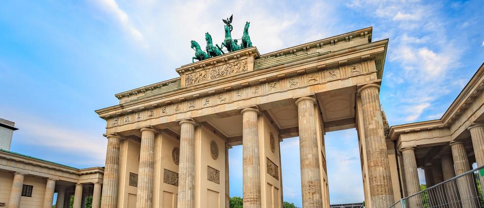 Canva - Brandenburg Gate - Berlin - Germ