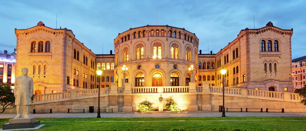 Canva - Oslo parliament - panorama at ni