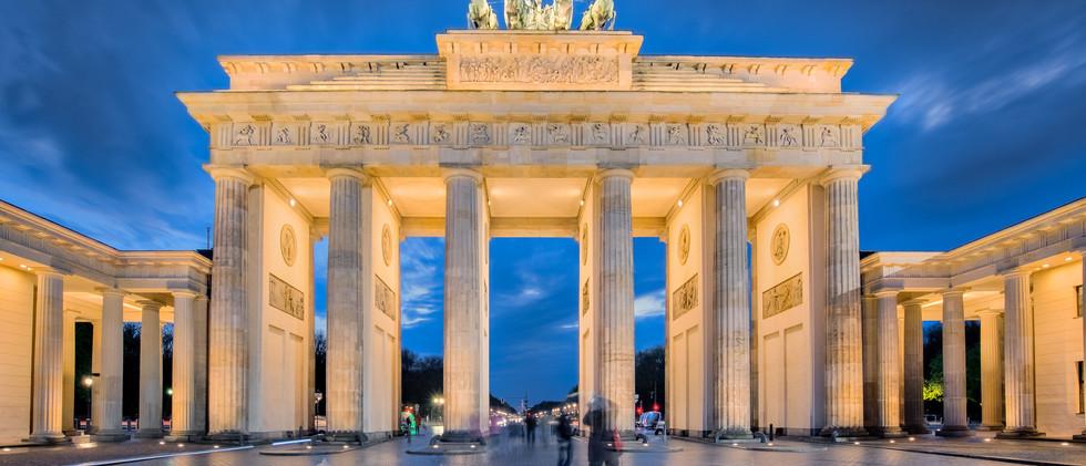 Canva - Berlin night, the Brandenburg Ga