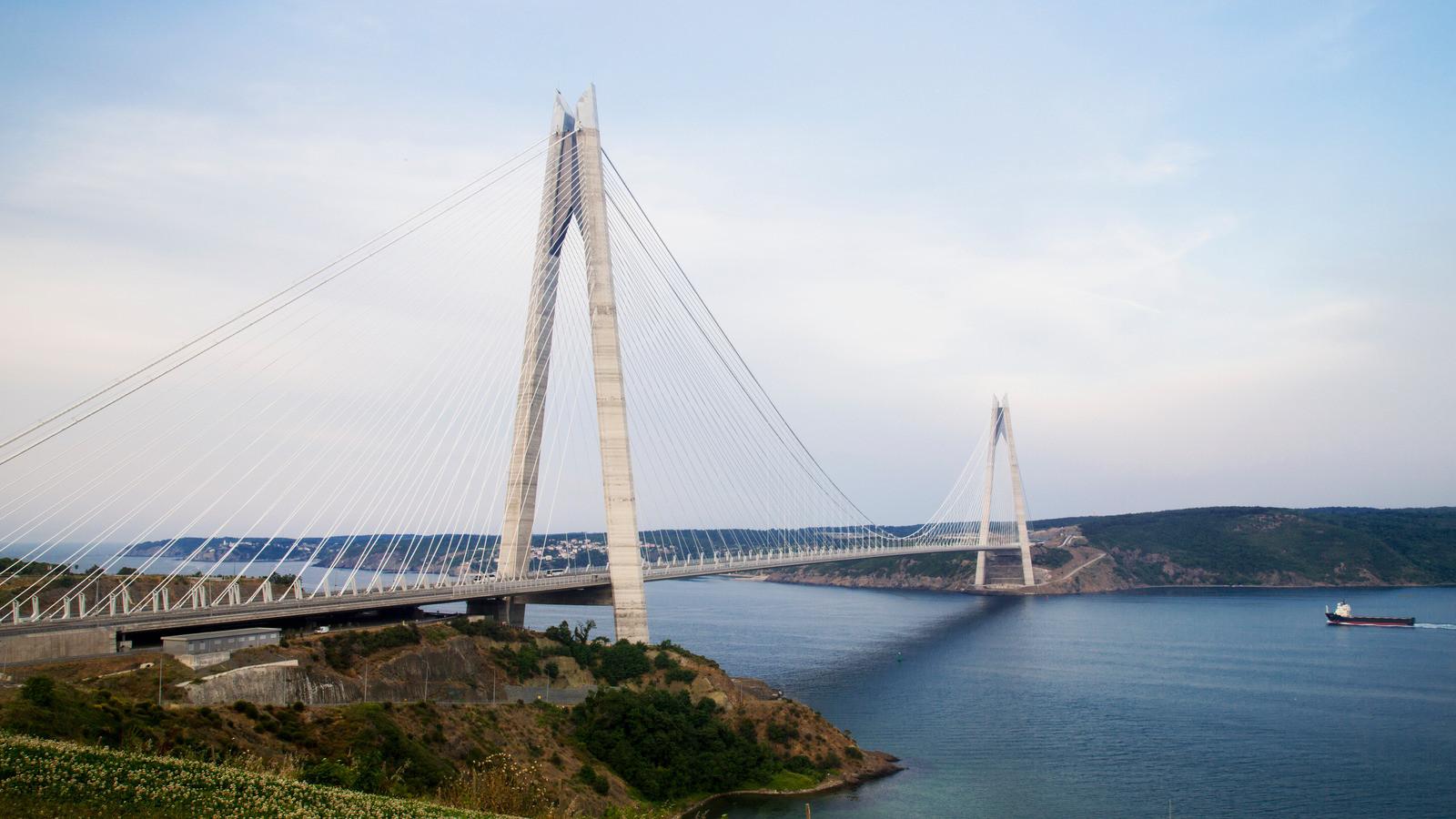 Canva - Yavuz Sultan Selim Bridge, Istan