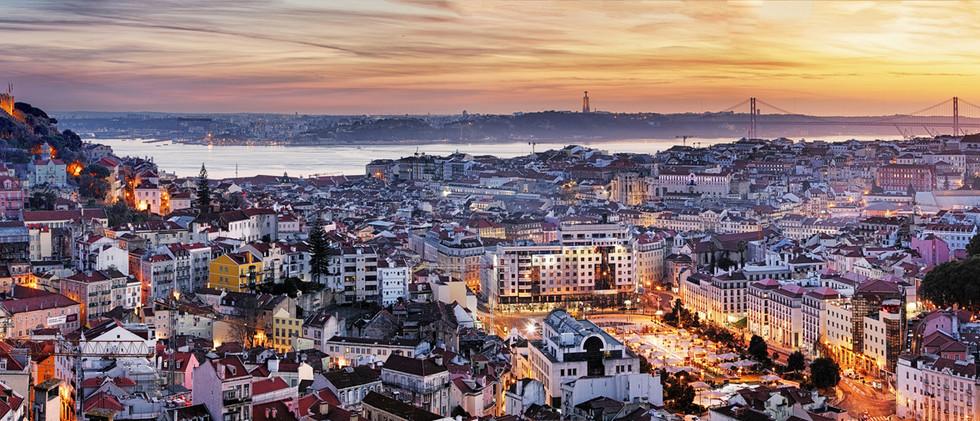 Canva - Panorama of Lisbon at night, Por