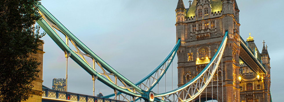 Canva - London Tower Bridge on Sunset.jp