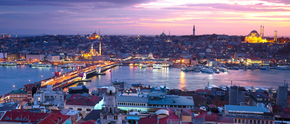 Canva - Landscape view of Istanbul at su