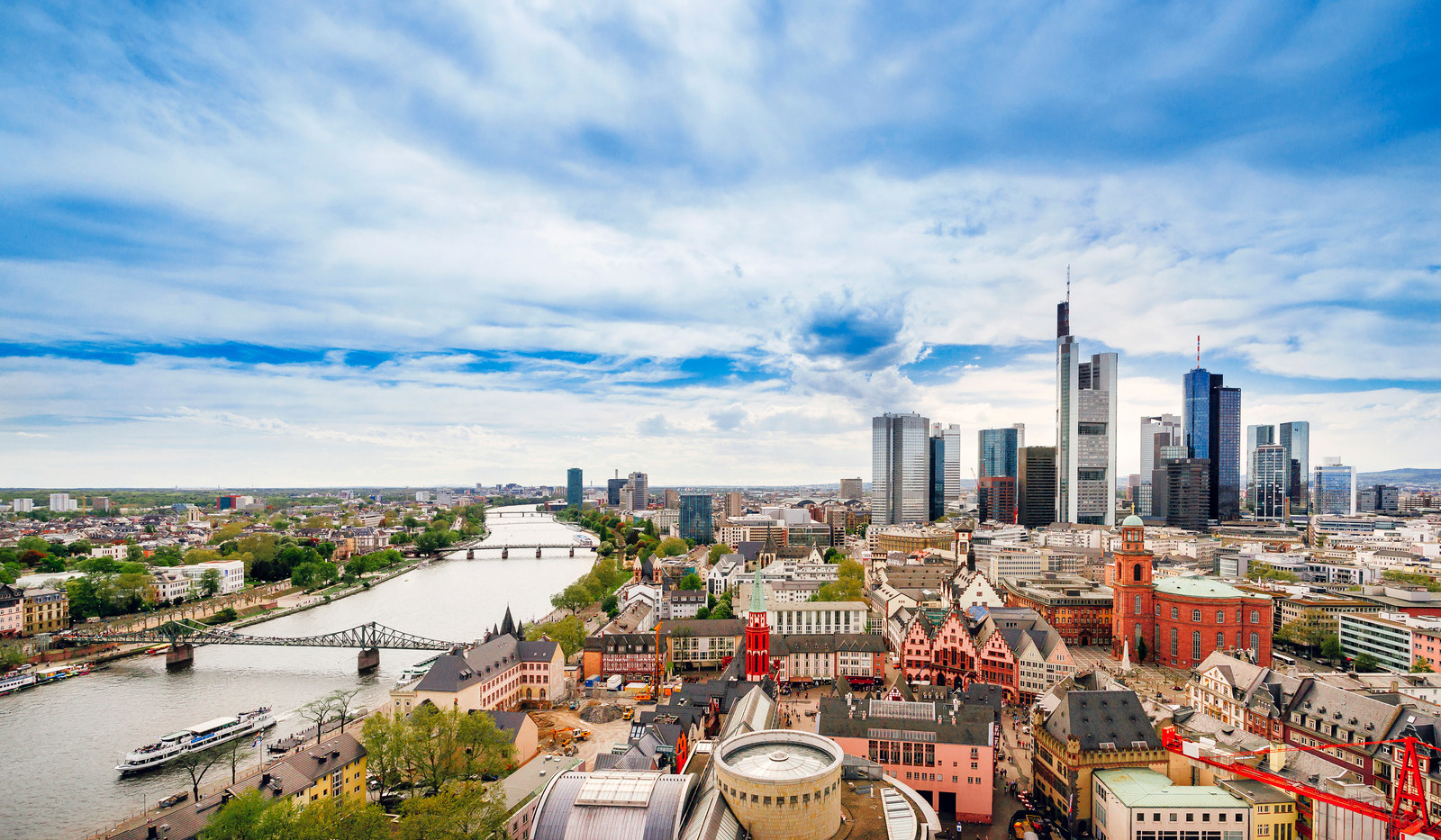Canva - Panoramic view on Frankfurt skyl