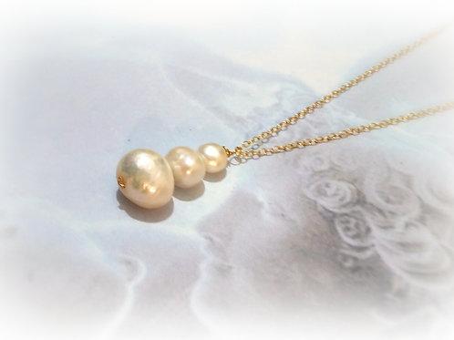 Big Pearl Unique Pendent Gold Pearl necklace