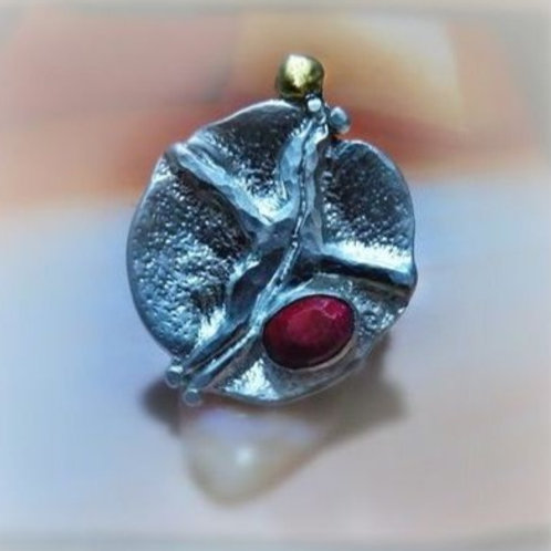 Sculptured Ruby Silver Gold Ring