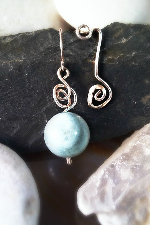 Non-Symetrical Silver Earrings With Beryl Aquamarine gemstone