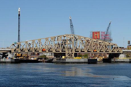 Willis_avenue_bridge_2011.jpg