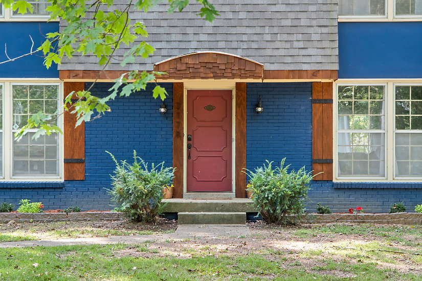 blue-brick-farmhouse-red-door-vacation-rental-clarksville-tennessee-patriot-family-homes