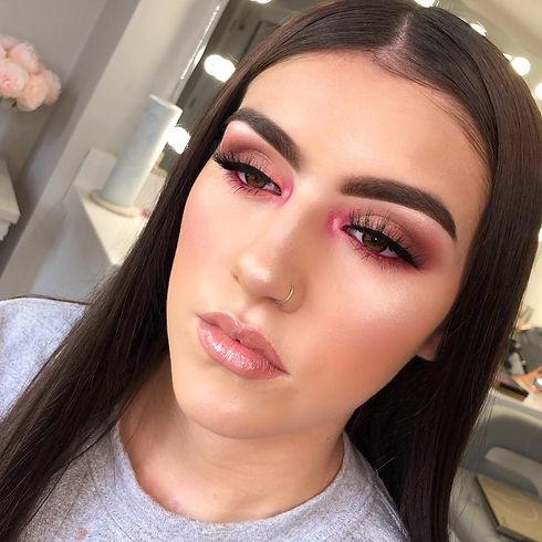 pink eyeliner makeup look