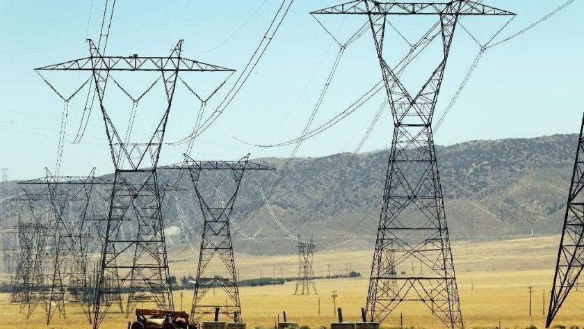 Power lines in the Antelope Valley. The electric power pricing structure will change soon for many Californians.(Al Seib / Los Angeles Times)