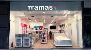 Reforma y mobiliario tiendas textil-Tram