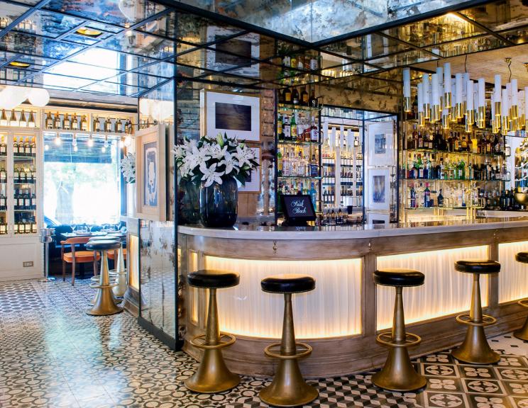 reformas exclusivas reformas de restaurantes en locales en centros comerciales y a pie de calle, acondicionamiento integral llave en mano y fabricacion de mobiliario para restaurantes, restauración y hosteleria en España y Barcelona