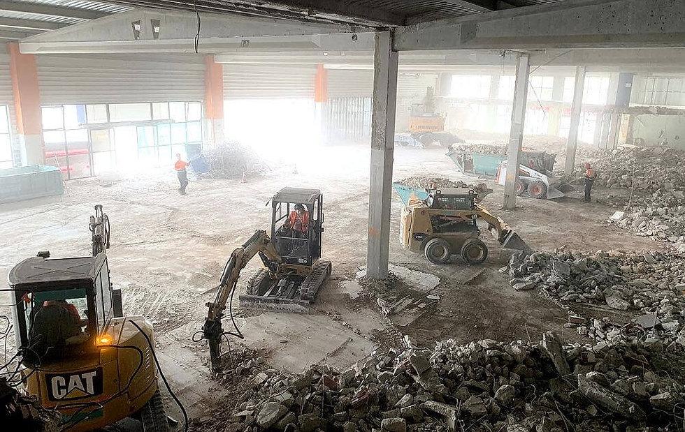 Demoliciones derribos maquinaria.jpg