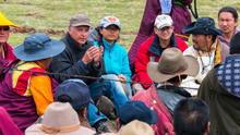 Explaining our project to Tibetan nomads