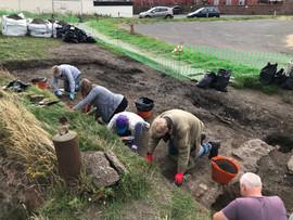 Our volunteer diggers at the harbuor salt pan