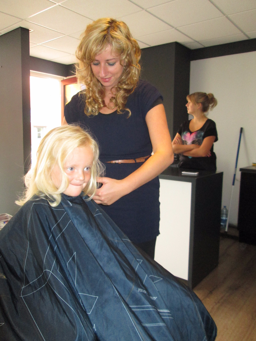 Kapsalon Shape & Style - Stichting Ramon scoort tegen kanker 1_edited.jpg