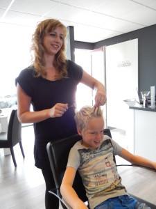 Shape_'N'_Style_-_Stichting_Ramon_scoort_tegen_kanker.jpg