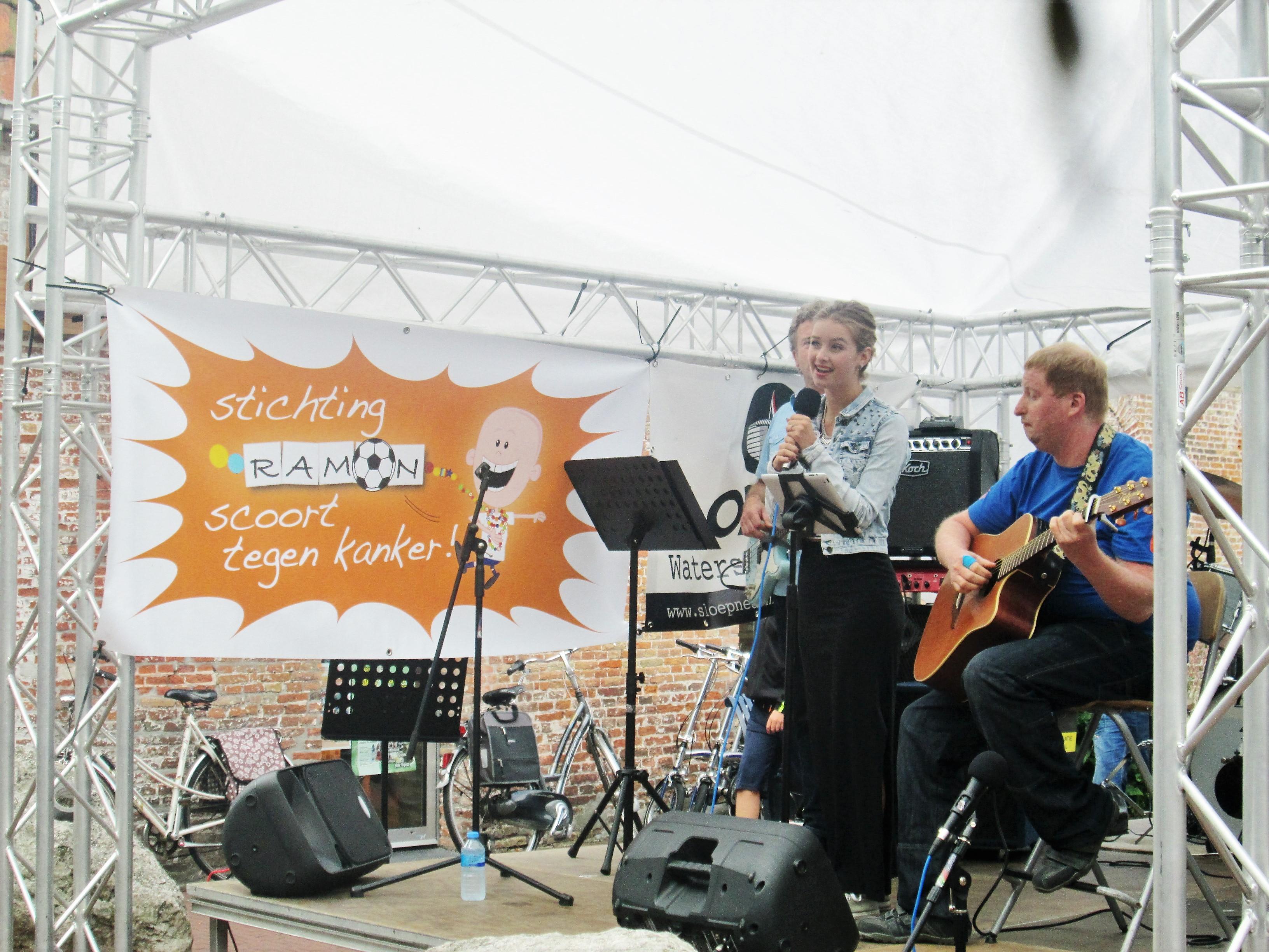 Ramon scoort tegen kanker Poppodium vrijmarkt Balk foto 24.jpg.JPG