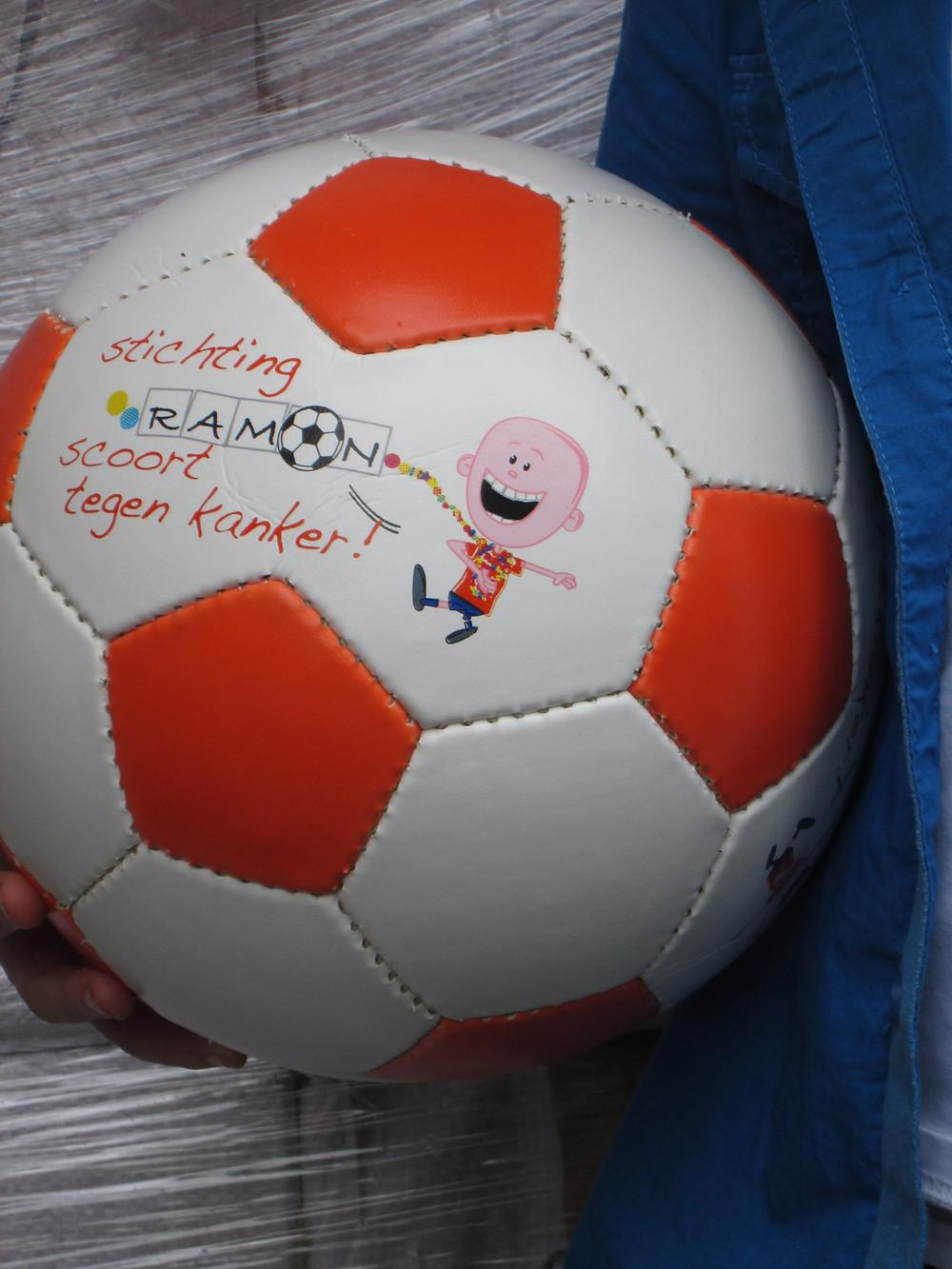 Stichting Ramon scoort tegen kanker - voetbal.jpg