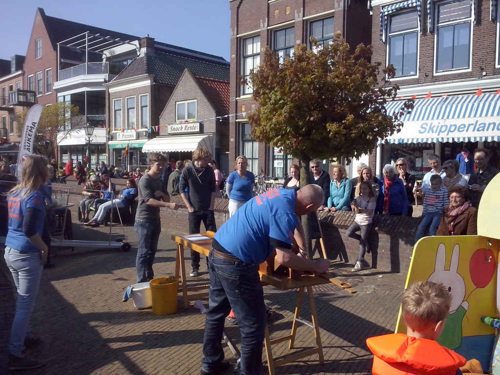 Foto's_Actie_in_Lemmer_-_Stichting_Ramon_scoort_tegen_kanker_4.jpg