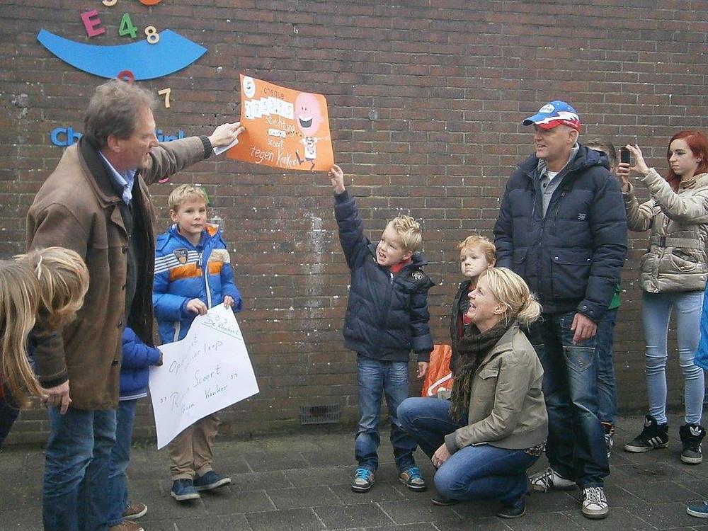 Basisschool de Klinkert uit Sloten - Stichting Ramon scoort tegen kanker 1.jpg