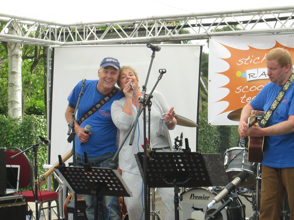 Poppodium vrijmarkt - Stichting Ramon scoort tegen kanker 1.jpg