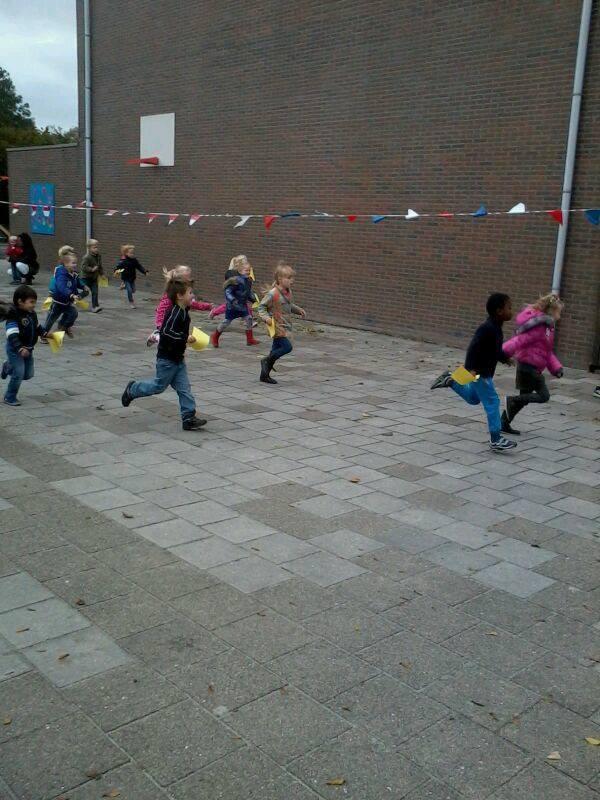 Basisschool de Klinkert uit Sloten - Stichting Ramon scoort tegen kanker.jpg