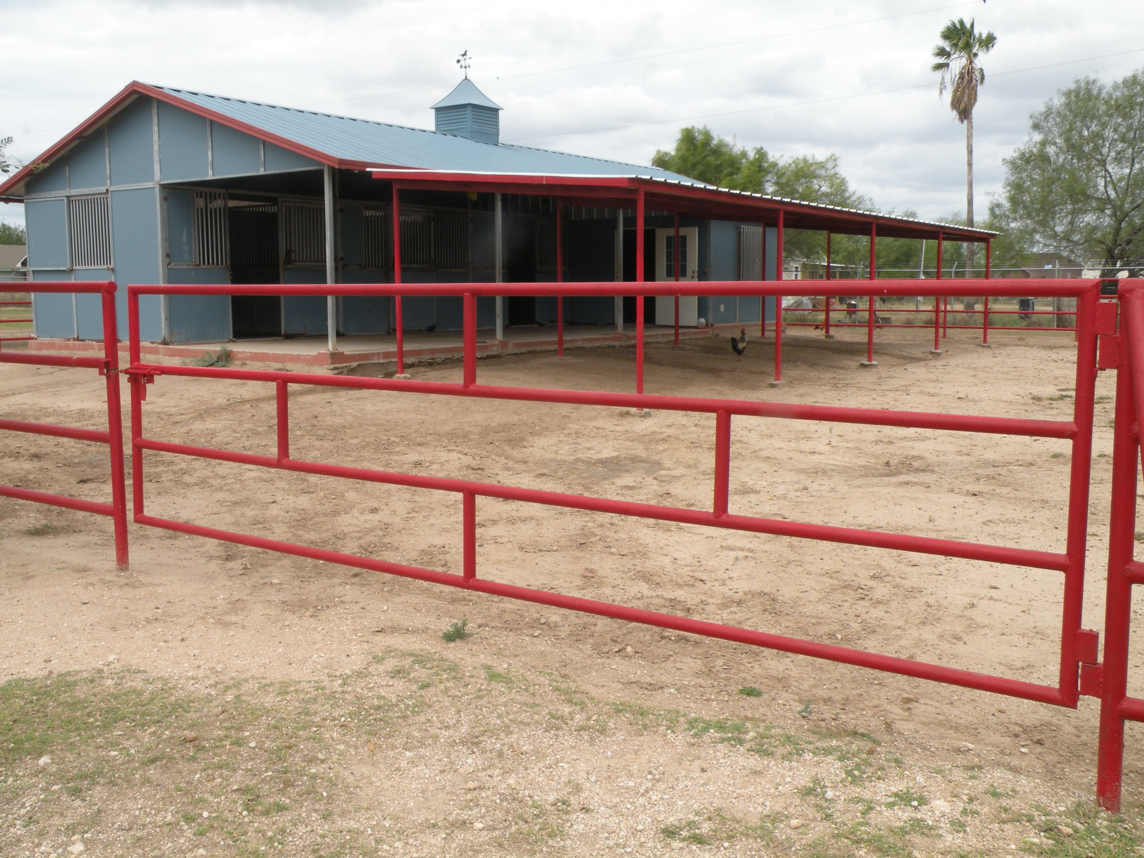 Horse Stalls-Arena