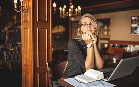 papel-de-parede-dia-dos-namorados-em-estilo-de-jornal_23-2148394506.jpg