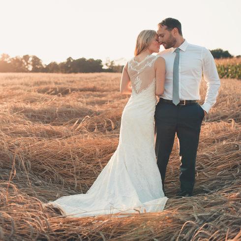 After Wedding Shooting in einem Getreidfeld