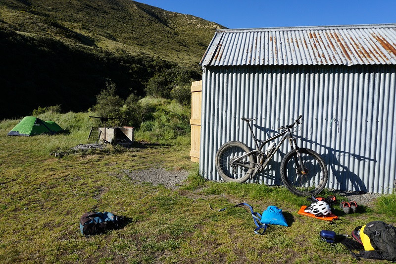 hut trip, backcountry overnight mtb new zealand
