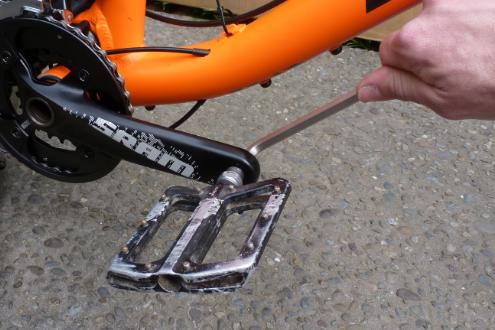 JustMTB packing bike aeroplane pedals