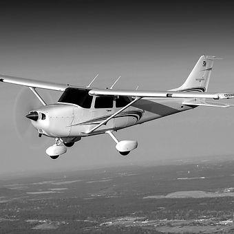 Cessna%20172%20%20BW_edited.jpg