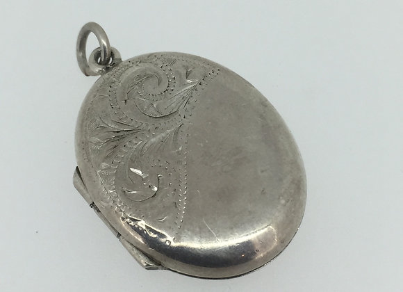 Edwardian Sterling Silver Engraved English Locket