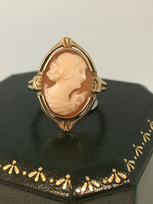 Vintage Shell Cameo Ring in 10K Yellow Gold