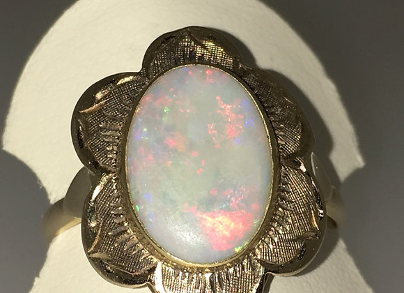 3.50ct Solid Opal Vintage Ring in 18K Yellow Gold