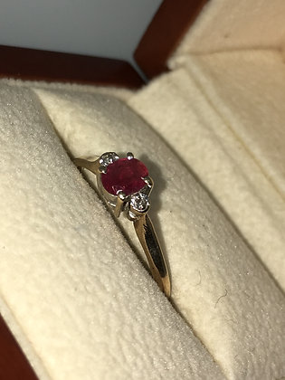 Ruby & Diamond Vintage Ring in 9K Yellow Gold