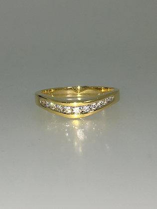 18K Yellow Gold & V-Shaped Diamond Band