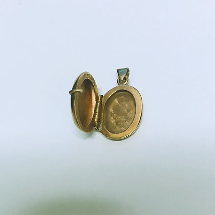 Finely Engraved 9K Yellow Gold Vintage Locket