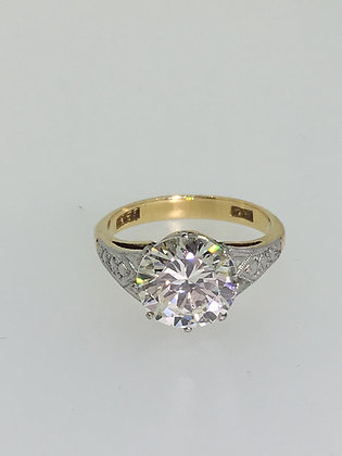 An Art-Deco 2.50ct Diamond Solitaire Ring in 18K Yellow Gold & Platinum